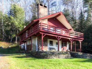 Sweet Life - Vermont Chalet - 6 person Indoor Hot Tub - 15 min to Killington