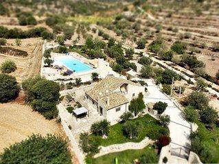 Splendida villa con grandissima piscina immersa nella natura siciliana
