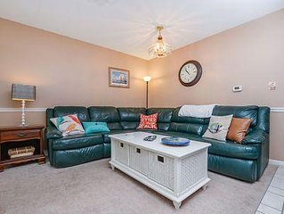 Sunset South is Cute 2BR, 1BA upgraded condo on 68th Street and oceanblock.