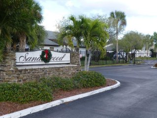 Luxurious Townhouse In The Best Part Of Fort Myers!