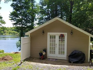 Charming Private Lakefront Cottage Perfect For A Quiet Getaway