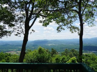 Family Friendly Mountain Lodge/ Panoramic Views/ Convenient to Asheville