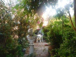 NARBONNE Coeur de ville, grand appart  calme+ jardin- bord canal- parking gratui