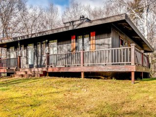 Heather Lane Cozy Private 3 Bedroom  Home Wth Great Views Of The Mountains