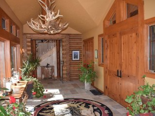 Luxurious mountaintop lodge, all amenities, sweeping views