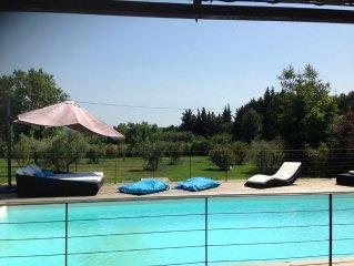 villa esprit loft design vue imprenable sur  campagne aixoise au pied du Luberon