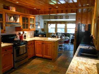 Beautiful Knotty Pine Home - Great Central Location