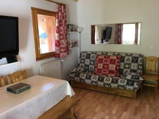 Modern 3 bed apartment. 3 min walk from ski lifts and trail walks.