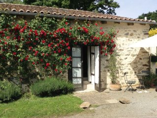 The Rose Barn - La Grange aux Roses. Charente Holiday Cottage for 2 with Pool.