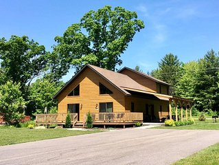 All Seasons Lodge * Spring Brook-Incredible 2 Story Chalet in Wisconsin Dells