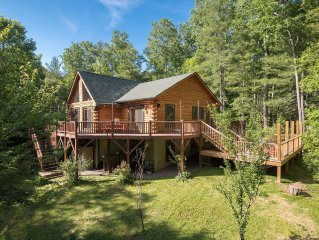 Secluded, w/hiking trails, pet friendly, sleeps up to 15, & 8-person hot tub!!!