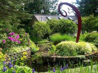 Garden Cottage on Lake . Rowboat.$119