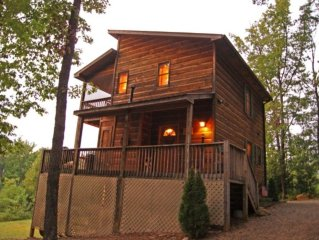 2BR Alpine Cabin in the Blue Ridge Mountains w/Game Room & Private Hot Tub *Spec