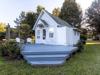 Charming 1BR Saint Leonard Bungalow Overlooking Wells Cove
