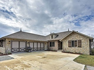 Marvelous 5BR Lampe Lakefront Home w/Wifi, Game Room & 100 Yards of Exclusive Sh
