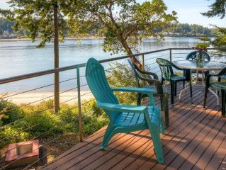 Picturesque 4BR Bainbridge Island Home w/Pool Table & Beach Access - Stunning Wa