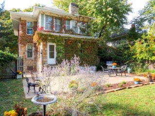 4BR Historic Stone Home - Perfect Home Base for your next trip to Kansas City! -