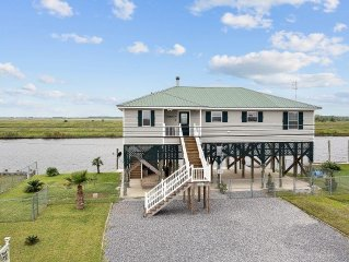 'Pirate's Cove' Beautiful 3BR Slidell Home w/Wifi, Covered Deck, & Private Fishi