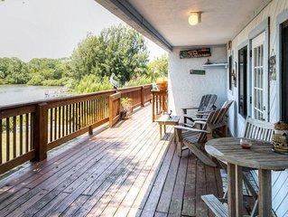 Charming 2BR Cedar Key Duplex Home w/Wifi & Dock - Prime Waterfront Location, Le