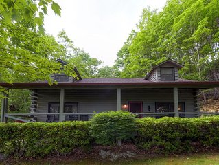 Cozy & Secluded 3BR Maggie Valley Cabin on 4 Acres w/Wifi, Fireplace, & Beautifu