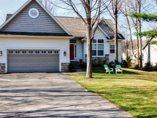 Glorious 4BR Holland House w/Wifi, Very Private Backyard, Deck & Patio - Walking