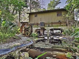 Extravagant Waterfront Astor Cabin on St. Johns River w/Private Boat Dock, Massi