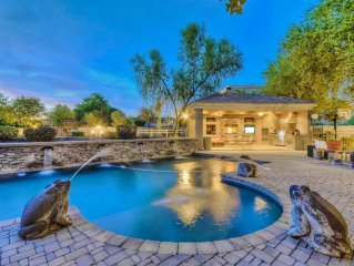 Extraordinary 5BR Custom Peoria Home w/Wifi, Private Outdoor Pool, Huge Backyard