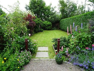 The Garden Flat - within easy walking distance of centre of Crieff