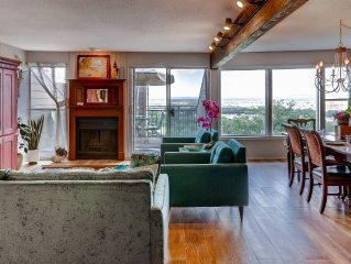 Charming 2BR Horseshoe Bay Condo w/Wifi, Pool Access & Unparalleled Lake LBJ Vie