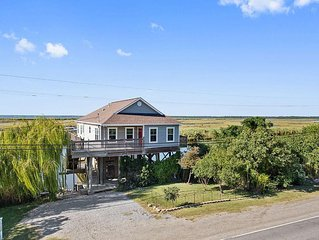 'Pelican Cove' Unique 2BR Slidell Home on Scenic Natural Bayou w/Wifi & Large De