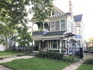 Stylish Victorian, 2blocks2 Downtown and 20mins2 Skiing!  2 Master Suites!