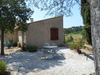 Peaceful rural location surrounded by vines and olives - Artists haven.