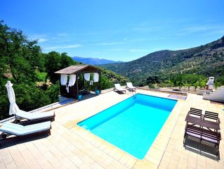Nice Villa With Private Pool And A Wonderful View To The Mountains. Wifi