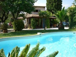 Maison provencale avec piscine privee proche de la mer.
