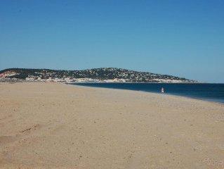 Modern villa, beachfront, direct access to the beach, 8 people