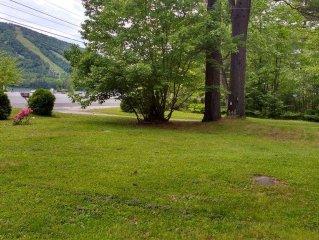 Lakeside living! Fishing, Kayaking, Canoeing from the backyard
