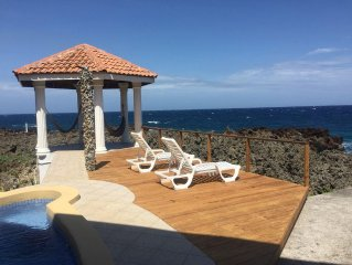 Relax, enjoy, Close to Everything! Ocean Front and pool, near West Bay