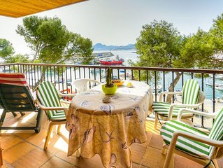 The apartment is located in a quiet location on the harbor of Cala Ratjada.