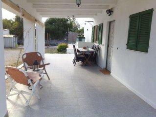 casa rustica con 2 habitaciones piscina barbacoa y terreno en zona tranquila