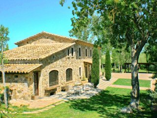 Charming 10 air-cond bdrs Villa, XL pool, Games room, Costa Brava near Barcelona
