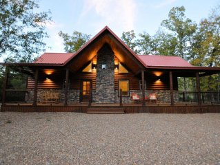 2 Master Suites W/king Beds. Hot tub, and Fireplace A Luxury Cabin