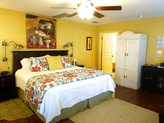 Across Street From Comal River, 1 Block To Schlitterbahn, 3 Blocks To Downtown