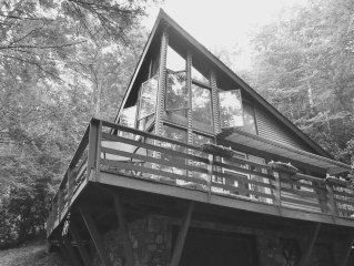 A Beautiiful and Cozy Cabin Located at Hungry Mother State Park!