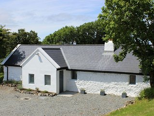TRADITIONAL IRISH COTTAGE,  lovely site by Connemara National Park & Letterfrack