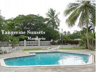 Tangerine Sunsets Mandarin: gated, pool, beach, fun!