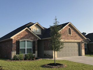 Mi Casa Su Casa -  4 BR (King/Queen) 3 Bath - 5 miles to Kyle Field