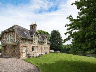 SWAN'S NEST, Milne Graden - 2 Bedroom Cottage In A Stunning Riverside Location