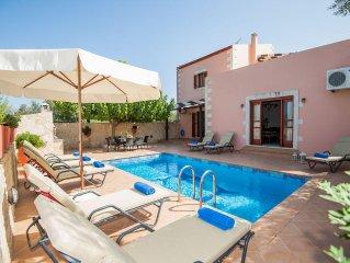 Villa Kalypso, Ideal for big families & friends! Walking distance to amenities!