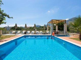 Villa Saridakis! Private pool, gym, kids' pool, walking distance to tavernas!