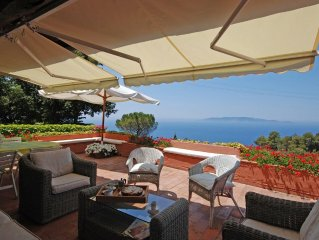 Apt with sweeping sea view: sleeps 6 in 3 bedrooms, beach club access Cala Picc